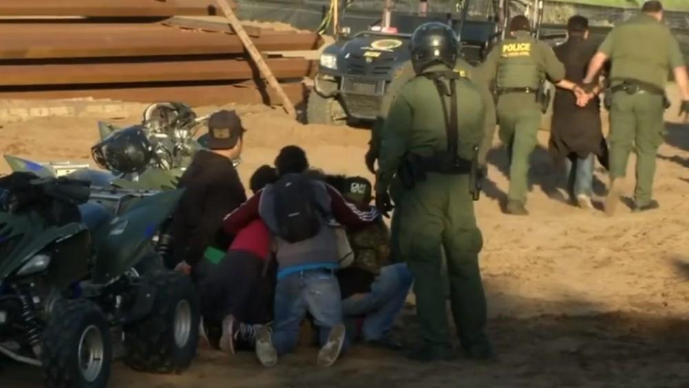 აშშ-მექსიკის საზღვრზე მიგრანტები დააკავეს