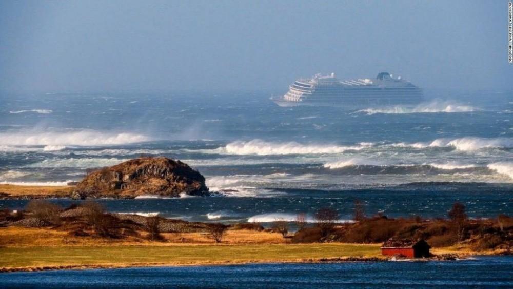 ნორვეგიის სანაპიროსთან, საკრუიზო ლაინერიდან 1300 ადამიანის ევაკუაცია განხორციელდა.