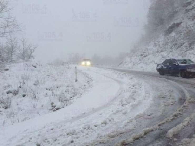 ინტენსიური თოვის გამო, გზის გარკვეულ მონაკვეთებზე ავტოტრანსპორტის მოძრაობა აიკრძალა