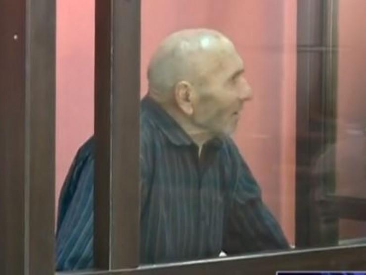 ყანდაურაში 5 ადამიანის მკვლელობის საქმეზე დაკავებული 85 წლის ომარ გამყრელიძე გირაოს სანაცვლოდ გათავისუფლდა