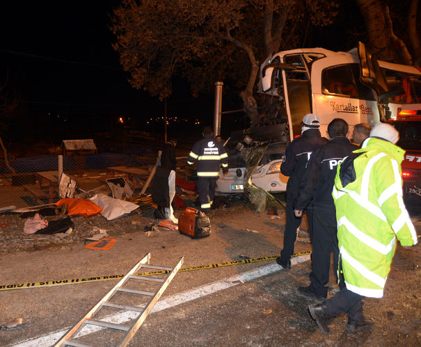 11 ადამიანი დაიღუპა 44 დაშავდა - ავარია თურქეთში