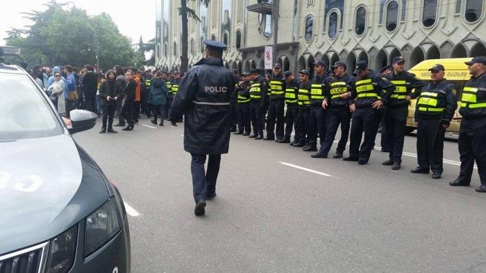 აქციის მონაწილეებთან მოსალაპარაკებლად საპატრულო პოლიციის უფროსი მივიდა