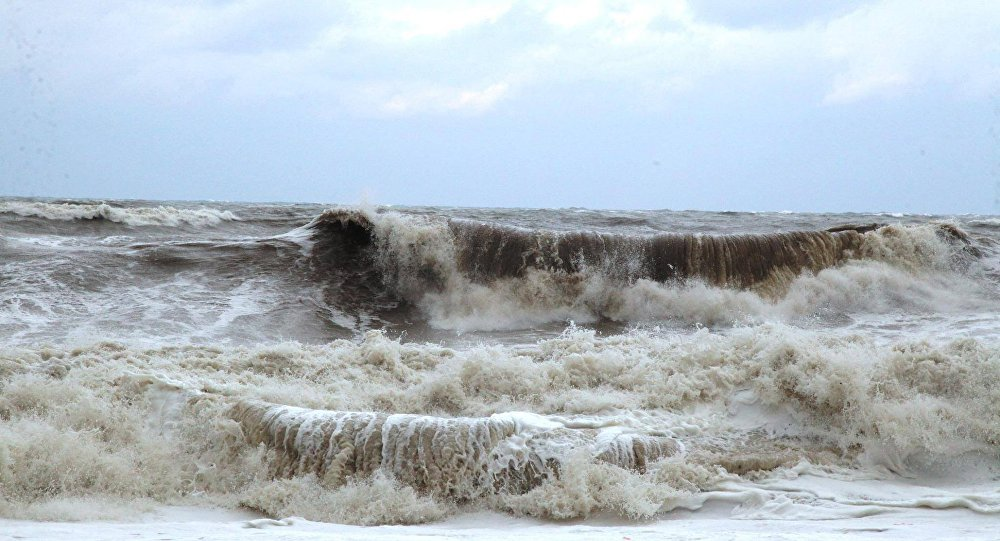 შავი ზღვის სანაპიროზე შტორმის გამო ბანაობა აკრძალულია