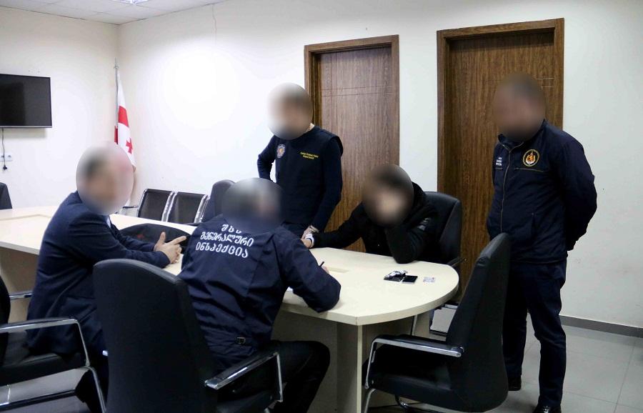 ვაკე-საბურთალოს პოლიციის სამმართველოს თანამშრომელი ნარკოტიკის გასაღების ბრალდებით დააკავეს