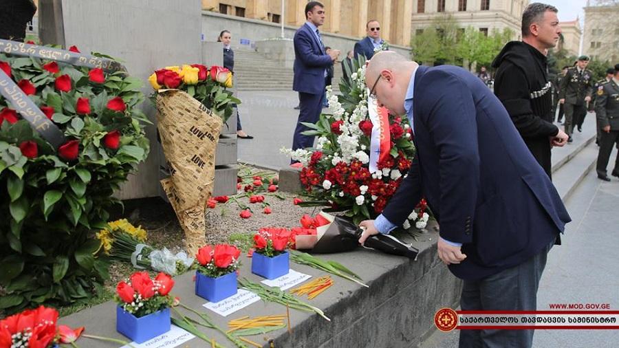 საქართველოს თავდაცვის მინისტრმა 9 აპრილს დაღუპულთა ხსოვნას პატივი მიაგო