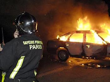 ახალი წლის ღამეს საფრანგეთში 1000-ზე მეტი მანქანა დაწვეს