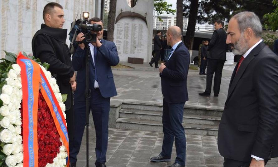 ნიკოლ ფაშინიანმა საქართველოს ერთიანობისთვის ბრძოლაში დაღუპულ გმირთა მემორიალი გვირგვინით შეამკო (ვიდეო)