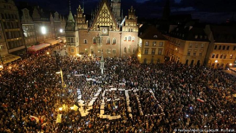 პოლონეთში სასამართლო რეფორმების წინააღმდეგ გამოდიან