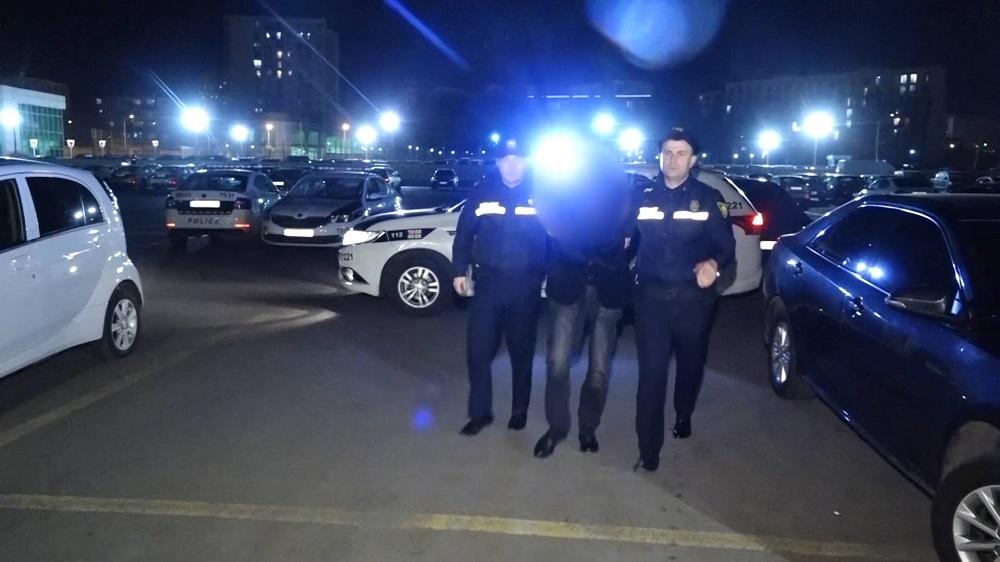 საპატრულო პოლიციის თანამშრომლებმა თბილისში 2 უკანონო ცეცხლსასროლი იარაღი  ამოიღეს