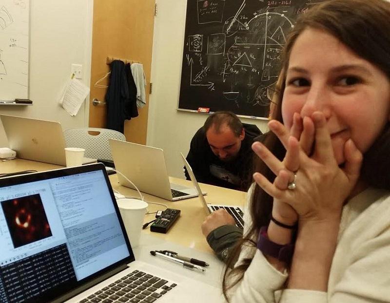 29 წლის ასტრონომმა შავი ხვრელის პირველი ფოტო გამოაქვეყნა