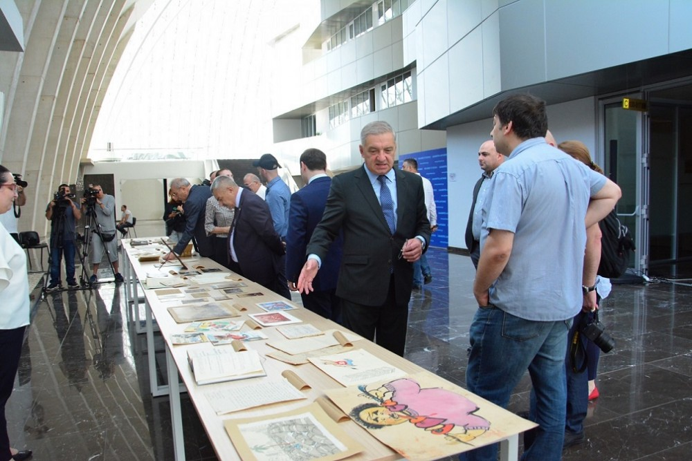 საქართველოს პარლამენტში ეროვნული ბიბლიოთეკის ფონდებში დაცული უნიკალური ექსპონატების გამოფენა მოეწყო