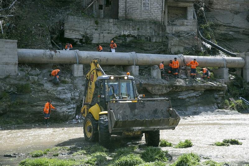 """""""აშენებენ და პირდაპირ ხეობაში იყრება სამშენებლო ნაგავი, უმკაცრესი ზომები იქნება მიღებული"""" - კალაძე"""