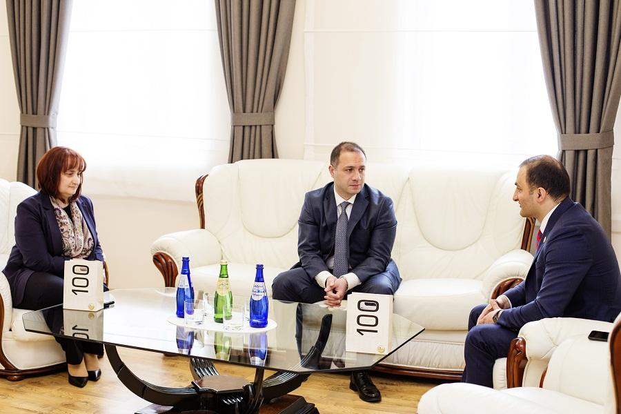 გივი მიქანაძე აჭარის ავტონომიური რესპუბლიკის უმაღლესი საბჭოს ხელმძღვანელობას შეხვდა