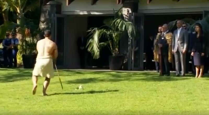 ბარაკ ობამას ახალ ზელანდიაში ტრადიციული დახვედრა მოუწყვეს (ვიდეო)