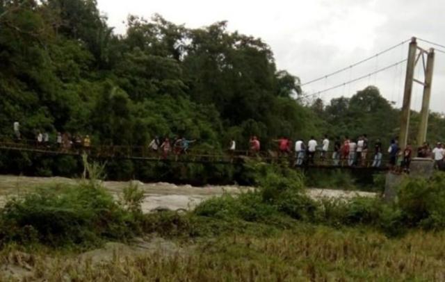 საფეხმავლო ხიდის ჩანგრევას ინდონეზიაში 9 ადამიანი ემსხვერპლა