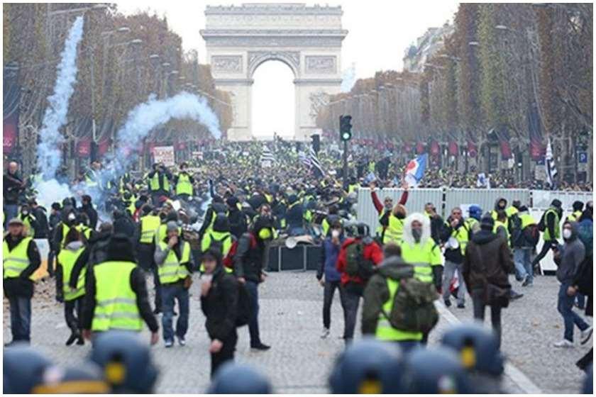 პარიზში პოლიციამ დემონსტრანტების წინააღმდეგ ცრემლსადენი გაზი გამოიყენა