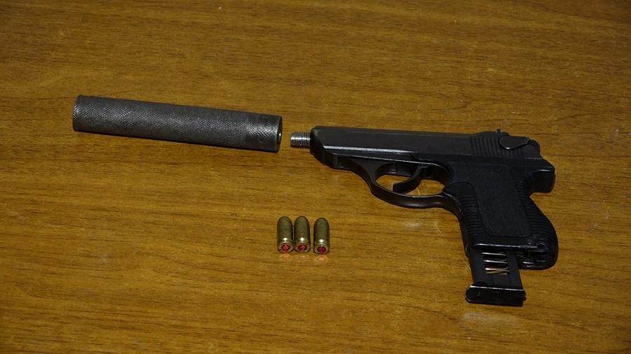 პოლიციამ თბილისში უკანონო ცეცხლსასროლი იარაღი და საბრძოლო მასალა ამოიღო