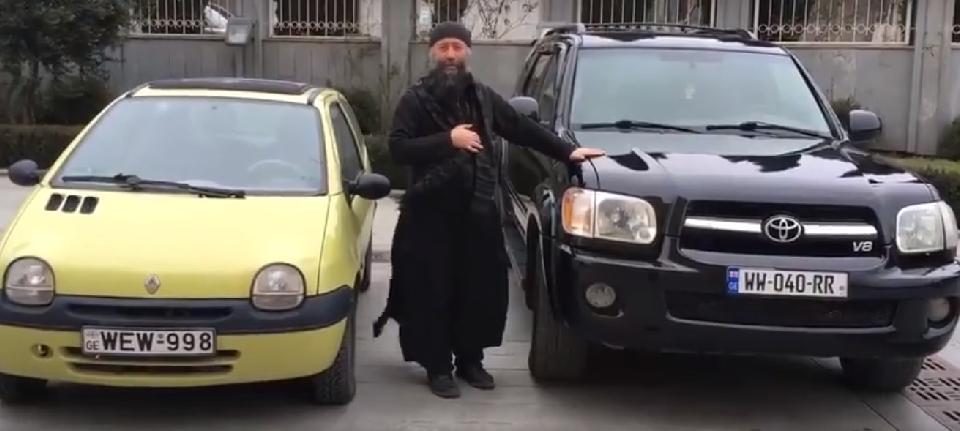 ქართველი მღვდელი ჯიპს საქველმოქმედო მიზნით ყიდის (ვიდეო)