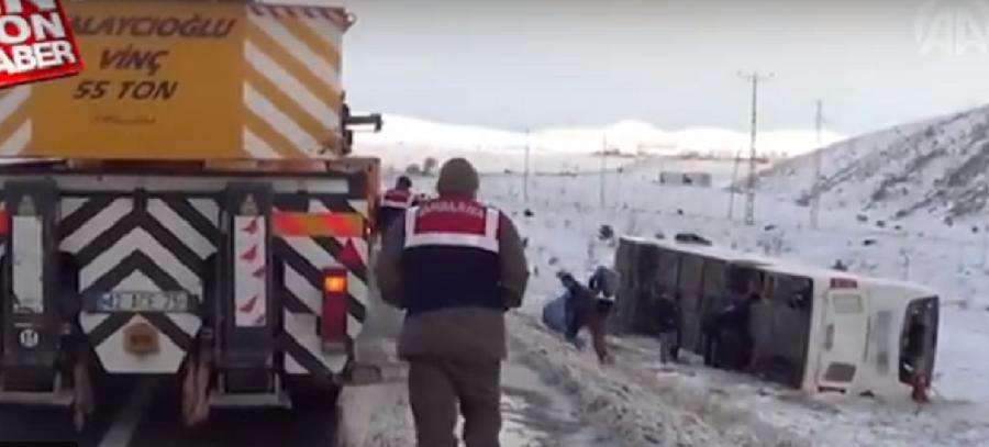 თურქეთში სამი ავტობუსი ავარიაში მოყვა - დაღუპულია 6 ადამიანი