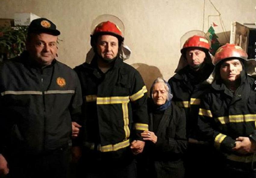 მეხანძრე-მაშველებმა ზესტაფონში 87 წლის ქალი გადაარჩინეს