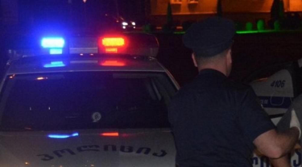 პოლიციელს თავს დაესხნენ - სამართალდამცავი კლინიკაში გადაიყვანეს
